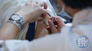 北市診所爆半夜搶打疫苗 鄉民曝「無良商人」內幕