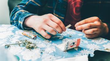 美國華盛頓州「打疫苗送大麻」 施打率快破6成