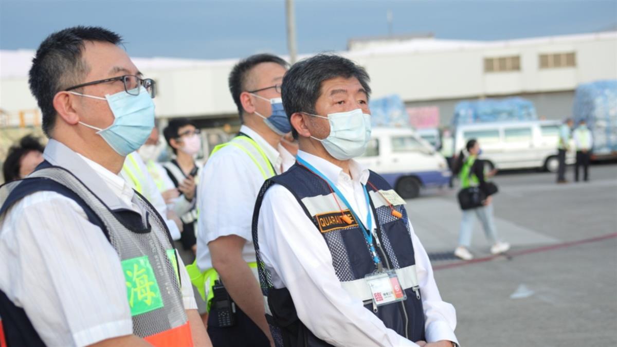 日本首批負壓隔離艙抵桃機 陳時中親自迎接