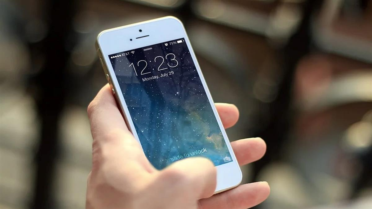 亂按iPhone計算機驚見「神秘功能」網嗨翻狂試:第一次知道