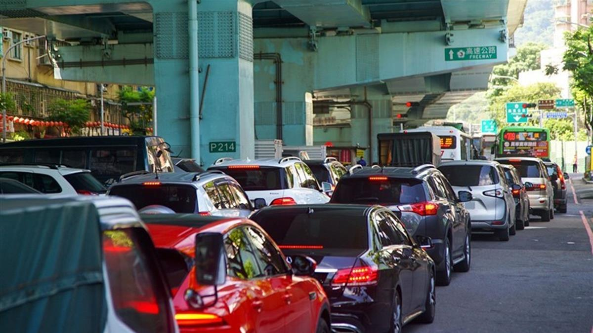 嚴格匝道儀控  六都國道交流道回堵要等1小時