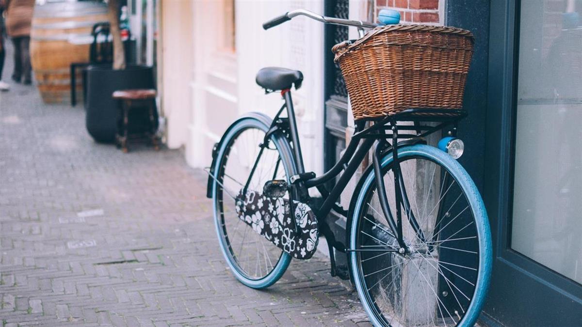 騎腳踏車上學突爆胎!下課發現被修好 善心人紙條更暖