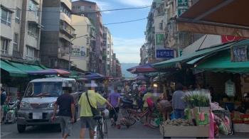 濱江市場擠爆像跨年 警察早半小時出現...店家狂碎唸