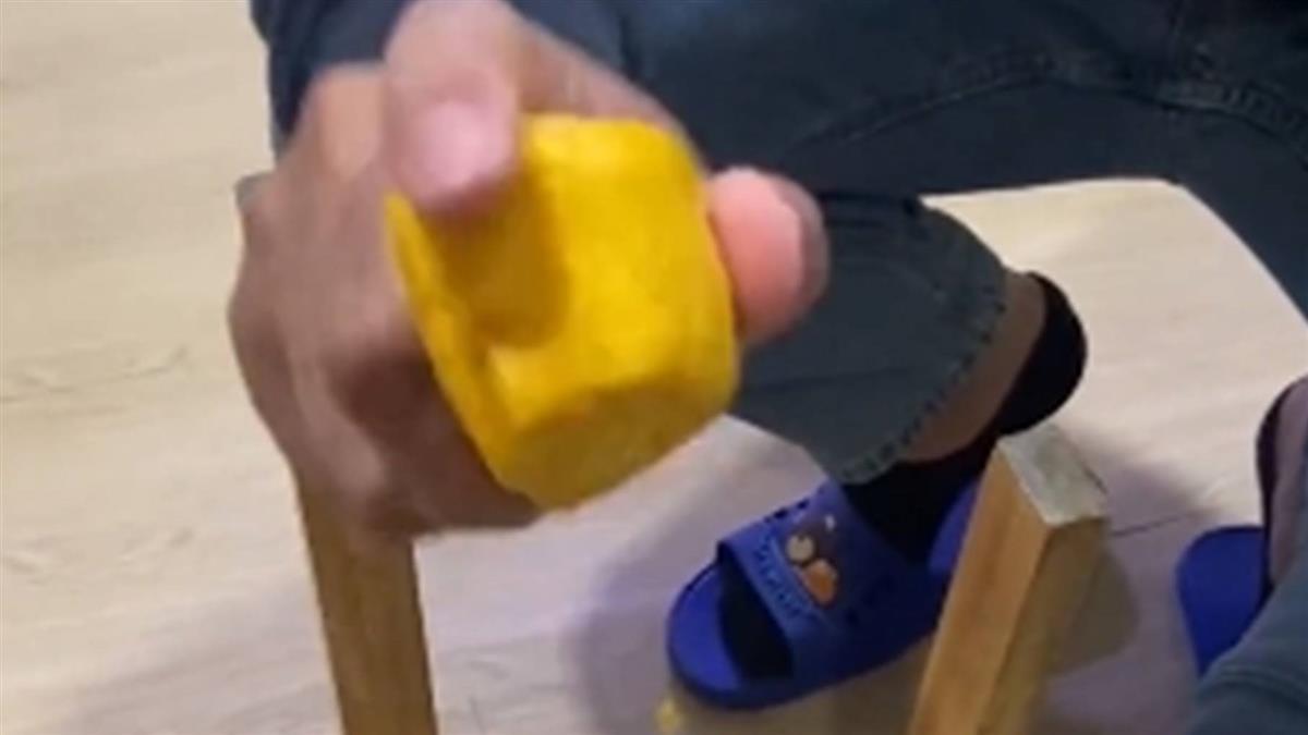 愛妻親手做饅頭 尪一捏不對勁…用力一砸釘子秒入椅