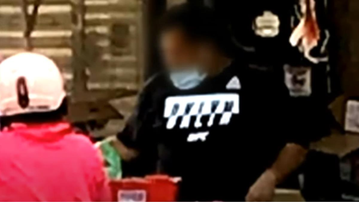 「口罩戴腦袋」水果攤遭開6罰單不改 縣府:恐勒令停業