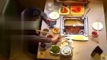 愛演男吃海底撈朝鍋內丟蟑螂 無恥嗆店員:怎麼回事?
