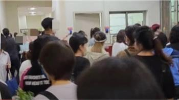 台中新光三越復工一天 員工爆「上下班百人大群聚」