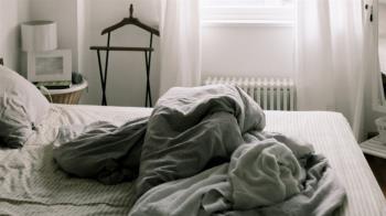 正妹和男友滾床「隔天尿道必發炎」 痛到在地上滾崩潰