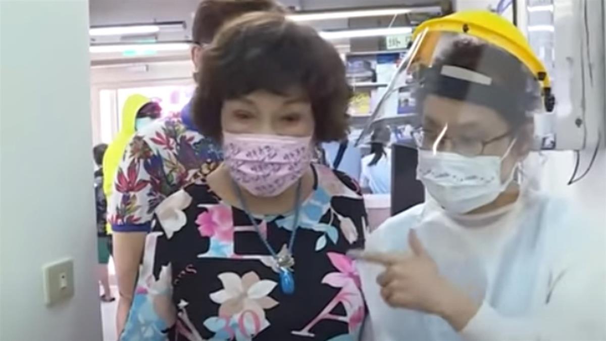 獨/戲劇教母「阿姑」周遊 接種疫苗笑:我百毒不侵