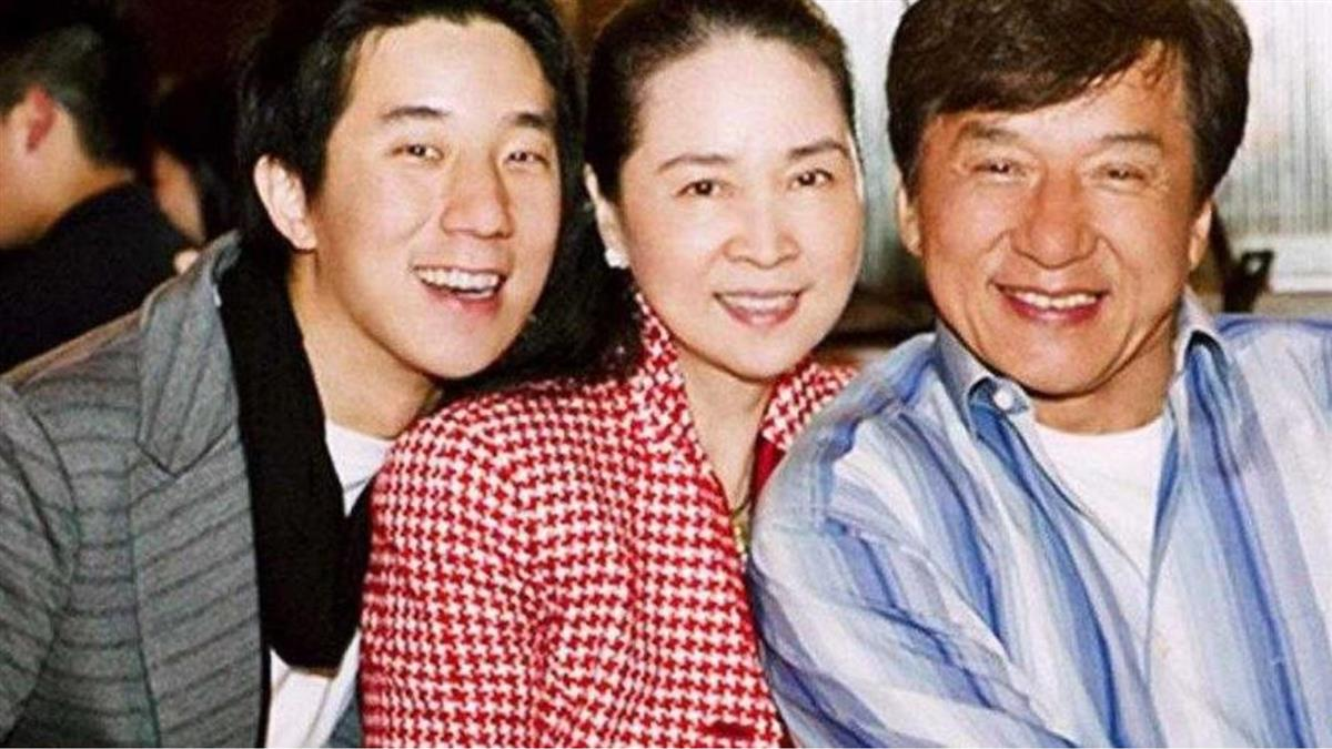 67歲成龍爆婚變!突退出林鳳嬌2公司「快3年不提她」