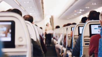 18歲少女搭機遭當眾亂來!她氣炸一招反擊 百萬人讚爆