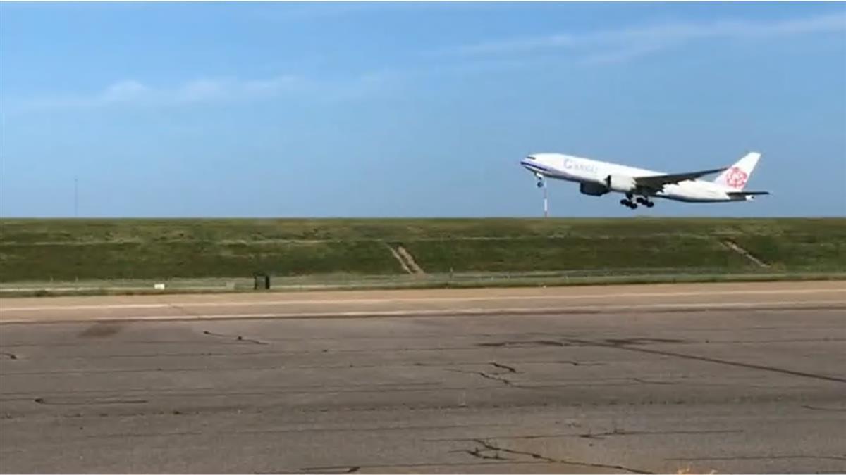 華航擔重任載運莫德納 特派最新款華航B777貨機
