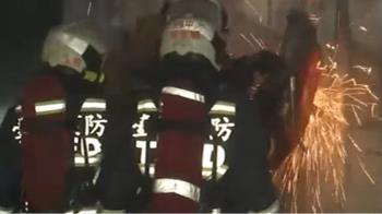 台中鋁門窗工廠驚傳大火 一名員工受困二樓救出亡