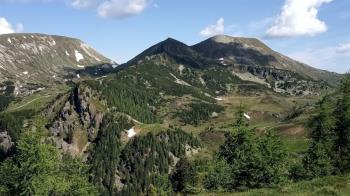 爬2000公尺高山興致來 情侶突「裸身交疊」嗨戰全被拍
