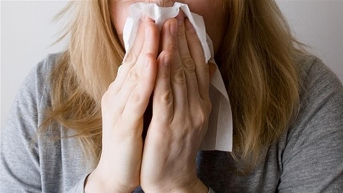 接種完疫苗「狂打噴嚏」也是新冠症狀 醫警告:這類人快篩檢