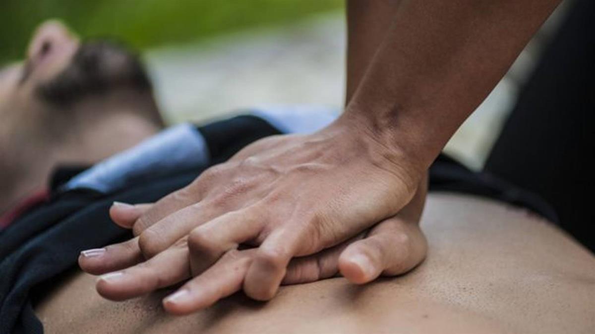 歐洲杯足球賽:丹麥足球員在比賽中倒下 心臟驟停的原因是什麼