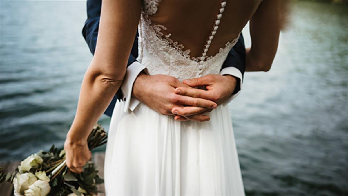 婚禮前「閨密揪尪滾床單」 新娘慘穿原味戰袍崩潰了