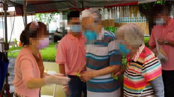 結褵49年!高雄8旬夫妻穿情侶裝打疫苗