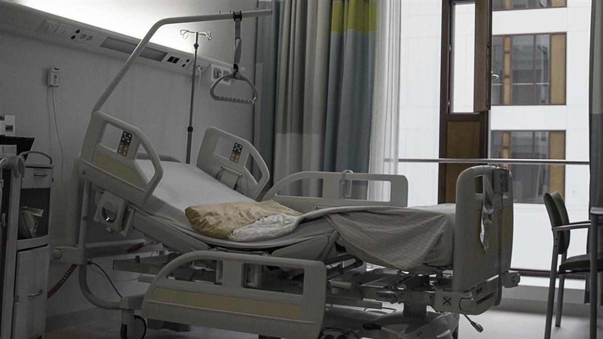 病床有怪聲!醫一看嚇壞 男女病患交疊中