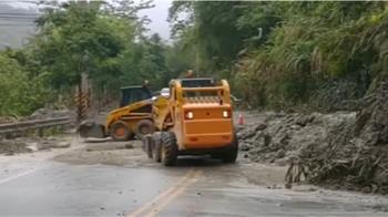 南部大雨一直下 阿里山公路泥流 台南路陷大坑洞