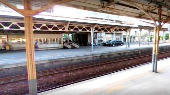 台鐵又出事 台南平交道驚見「2公尺坑洞」