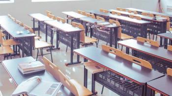 教室冷氣突飄惡臭 高中生集體「眼睛+喉嚨痛」送醫