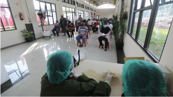 印尼年輕確診者「多人吐血」進加護 專家揭驚人內幕