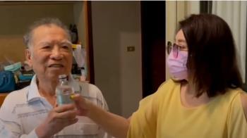 陳思安陪80父到高雄巨蛋接種 自曝「原打算過陣子再打」
