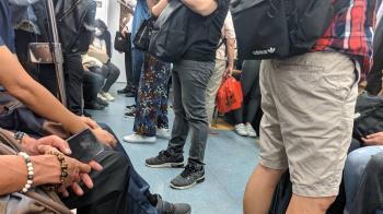 搭台鐵上班!他直擊車廂崩潰盛況 鄉民酸:Delta會自律