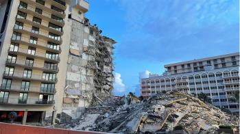 邁阿密大樓倒塌9死百人失聯 孫接詭異無聲電話:外公外婆打來的