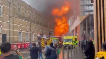 倫敦鬧區車站大火「狂冒濃煙」 搶救一半爆炸...民眾全竄逃