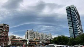 天有異相?台北天空驚現巨大「莢狀雲」 形成原因曝光