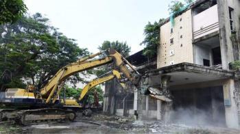 十大鬼屋!員林醫院荒廢20年拆除 921地震曾停放遺體