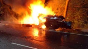 台東驚悚車禍!百萬BMW自撞狂燒 2男受困慘成焦屍