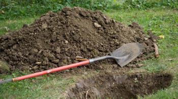 不信妻子確診亡!男挖出下葬5天屍體 全村毀了