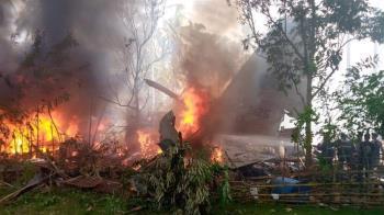 快訊/菲律賓85人軍機墜毀 觸地瞬間變火球