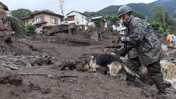 日本熱海土石流 搜救犬奮力搜救感動萬人