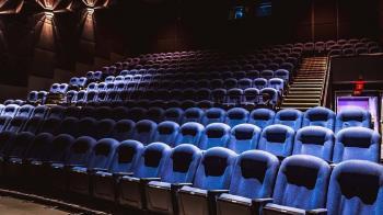 標準在哪?電影院微解封「釣蝦場不行」他傻眼:整場塞滿300人