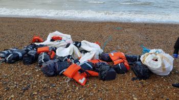 海邊撈到神秘包裹 警打開驚見市價8千萬傻了
