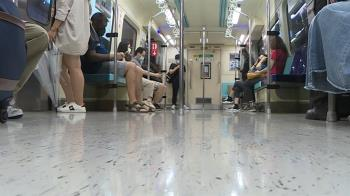 「微解封」搭捷運難拉距離! 乘客:避尖峰、噴酒精、護目鏡自保
