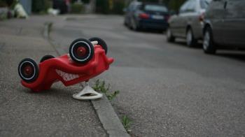 違規機車被撞!家屬一舉動釀1死1傷 苦主還得賠80萬