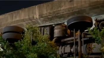 物流車墜落台64線橋下 駕駛拋飛車外死亡