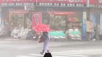 屏東狂風暴雨下冰雹 不少民眾驚呼:第一次看到!