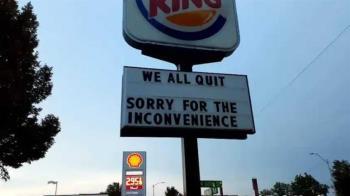 漢堡王分店冷氣故障老闆死不肯修 員工熱到修改招牌宣布「不幹了!」