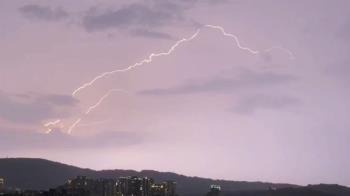 高雄轟天巨雷狂劈一小時 網驚:雷神索爾來了嗎?