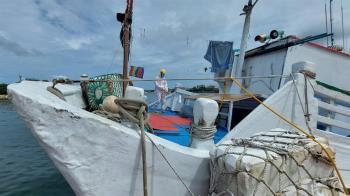 快訊/台南安平漁船載8非法漁工  7人PCR陽性