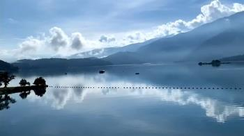 日月潭罕見「一片藍」湖景 彷彿置身山水畫中
