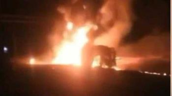 油罐車翻覆!民眾提桶偷油 下秒爆炸13死24重傷