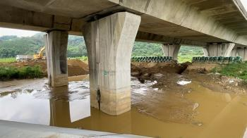 貓羅溪河道變「便道」 居民憂颱風豪雨剉咧等