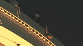 男爬景美橋四肢擦挫傷 消防員即刻救援掛勾攀爬下橋
